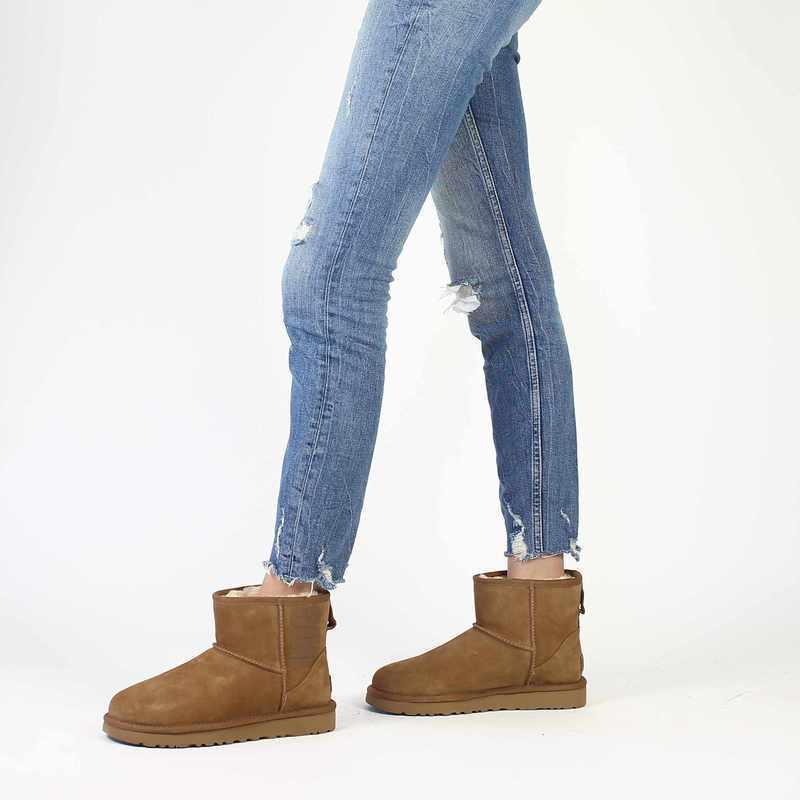 Chaussure UGG CLASSIC MINI UGG  RUBBER LOGO camel couleur Camel - vue 0