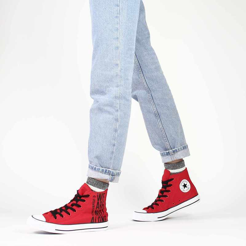 Chaussure Converse CHUCK TAYLOR WE ARE NOT ALONE rouge couleur Rouge Noir - vue 0